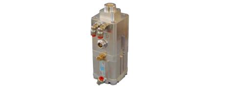 Zylinder mit pneumatisch lösbarer hydraulischer Verriegleung in der Folienherstellung